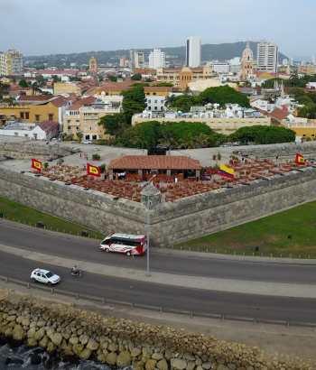 Vista desde el mar de la ciudad amurallada