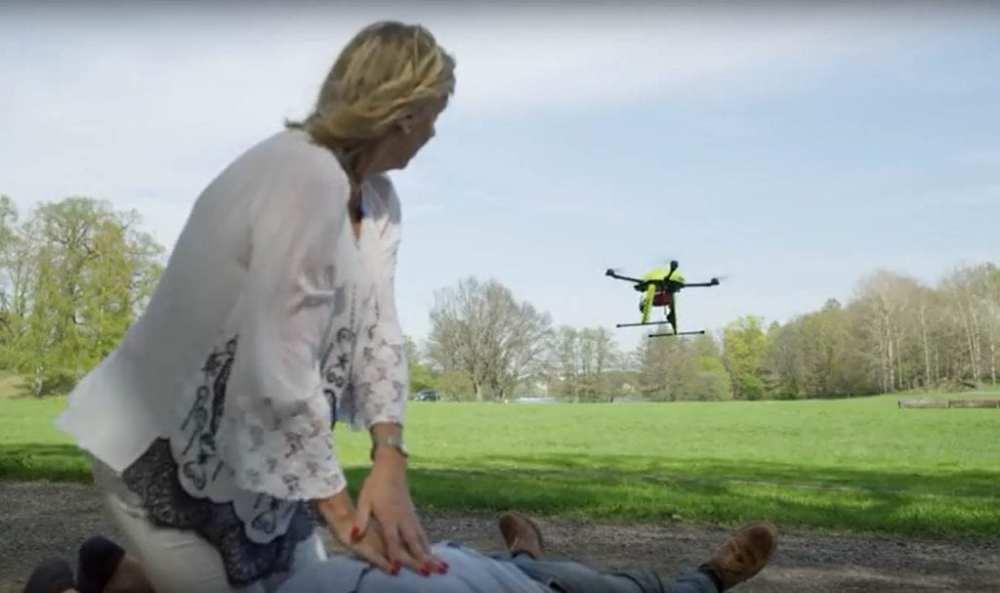 A defibrillator drone arrive to save a cardiac arrest victim | Youtbe/Telia