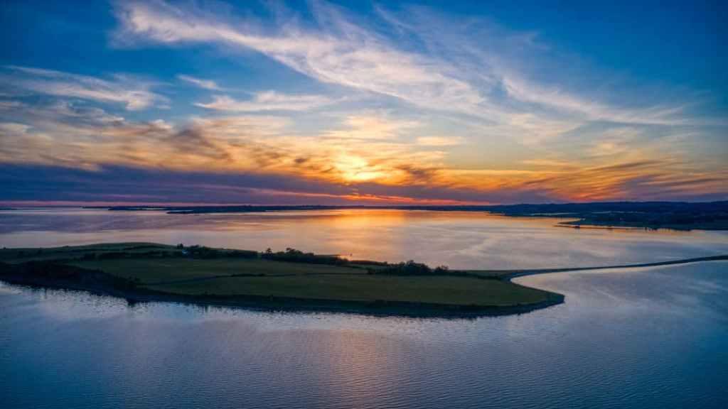 Dronefoto Solnedgang over Svelmø