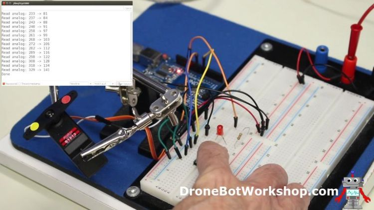 Analog Feedback Servo Motor Memory Demo