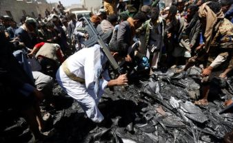 People gather around the engine of a drone aircraft which the Houthi rebels said they have downed in Sanaa, Yemen October 1, 2017. REUTERS:Khaled Abdullah 3