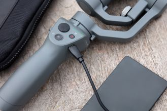 DJI reveals new Osmo Mobile 2 gimbal stabilizers ahead of CES 2018 0014