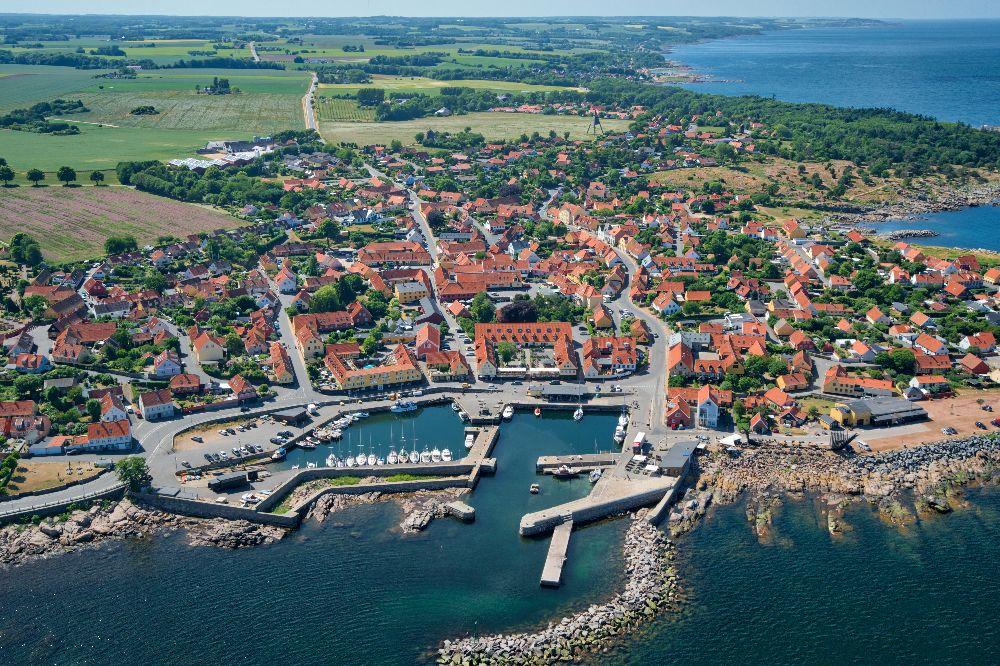 Dronefoto fra Svaneke Bakker på Bornholm