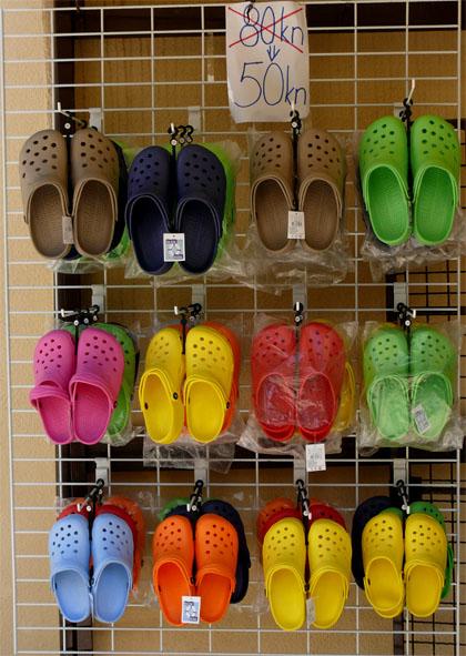 Kroksići (vidi šta je to uradila recesija ovim cipelama)