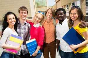 Comp 674427401 - Group of diverse students outside