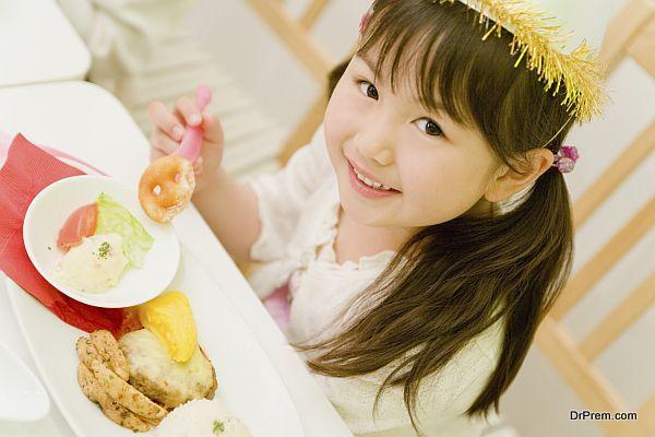 child eatingb calorie rich foods (1)
