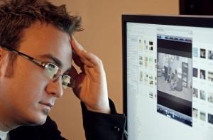 El CVS puede producir fatiga visual, visión fluctuante y dolores de cabeza