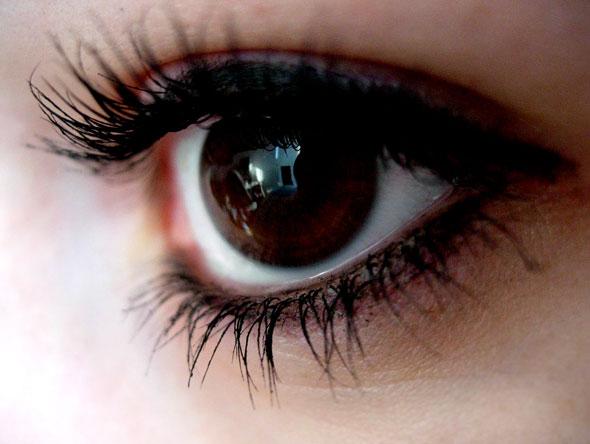 detras de tus ojos verdes
