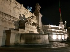 A fountain on the side of the Altare della Patria
