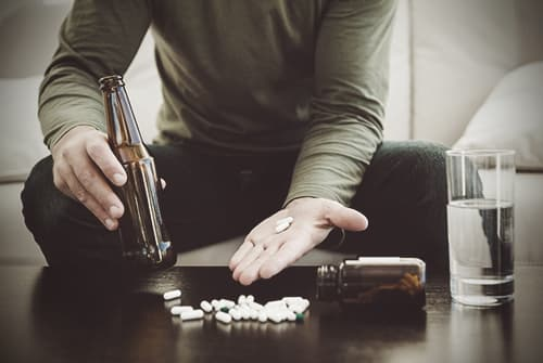 Drinking Alcohol While On Opiates  Signs and Effects