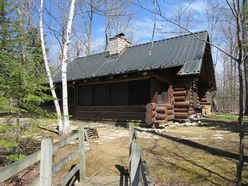 388-19-0007 Log Cabin