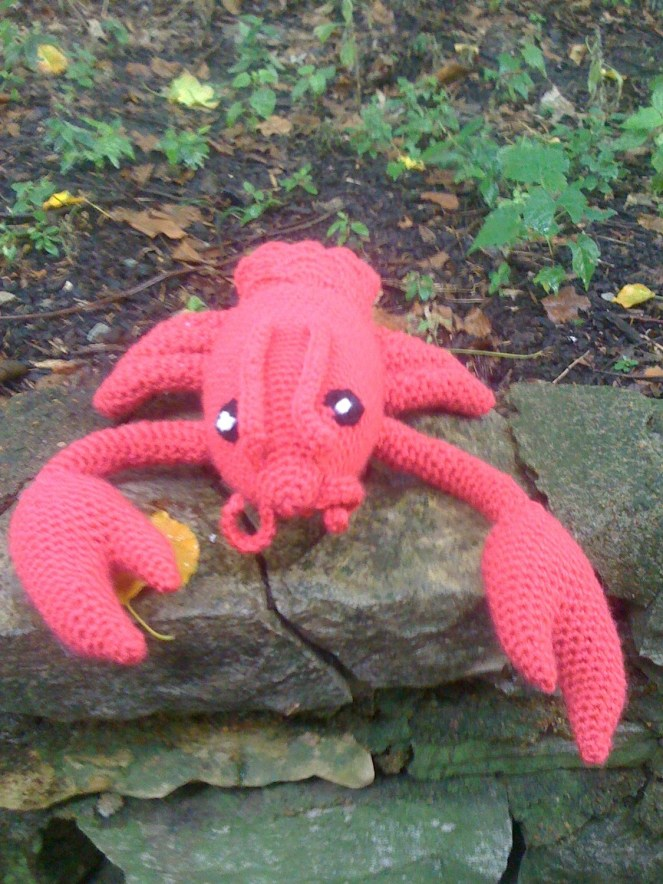 Free pattern alert: Frankie the Lobster! | Shiny Happy World | 884x663