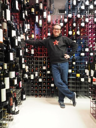 Bernd Kreis in seinem Weinkeller