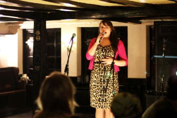 Roxy Bourdillon - The Oval Tavern