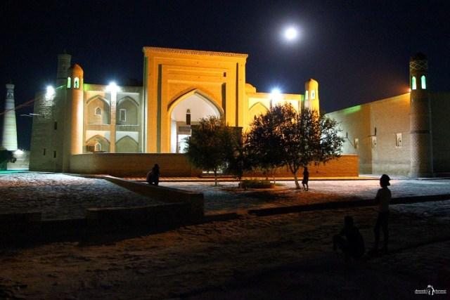 В Узбекистан на своём авто. Хива. Ичан-Кала. Старый город ночью.