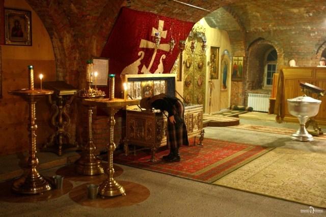 Антониево-Дымский монастырь. Верующие в храме
