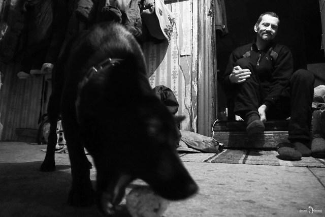 Вадим и его пёс в сенях
