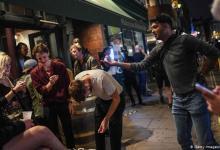 Photo of Bares y restaurantes de Inglaterra cerrarán temprano por rebrote de COVID-19