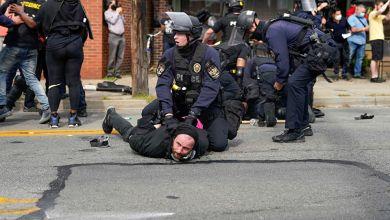 Photo of Al menos 2 policías en EU, baleados en medio de las protestas por Breonna Taylor | Vídeo