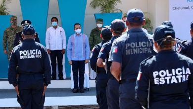 Photo of Encabeza el gobernador Carlos Joaquín graduación de policías en Chetumal