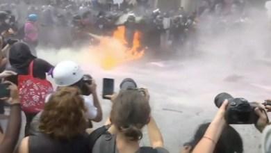 Photo of Video: Feministas marchan desde el Monumento a la Revolución; inician agresiones contra policías