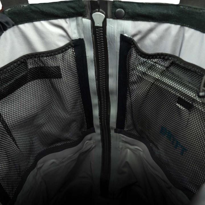 inside mesh pockets of DRYFT Primo Zip wader