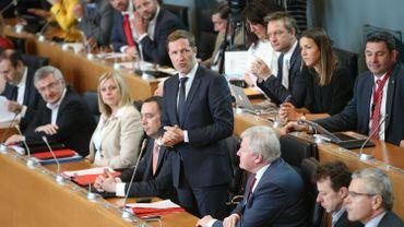 Paul Magnette endosse sans complexe le rôle du gosse récalcitrant face à l'Europe. Je relaie le point de vue de la plus grande partie de la société civile, dit-il