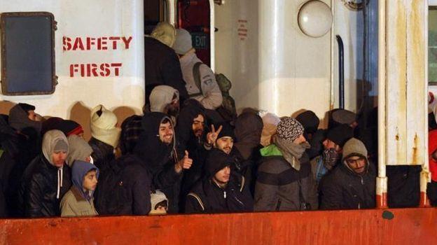 La Stampa - Quatre morts et plus de 900 migrants à bord du Blue Sky M.