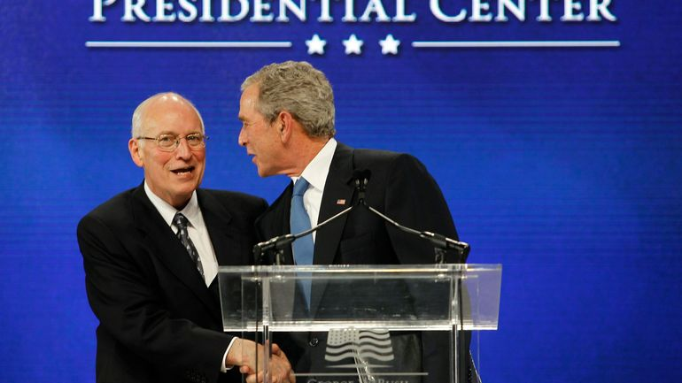 """La """"Guerre contre le terrorisme"""" a produit un """"crime contre l'humanité"""". Leurs instigateurs, le président Georges Bush et le vice-président Dick Cheney, ont ouvertement menti sur les raisons de l'invasion de l'Irak, qui a fait plus d'un million de morts."""