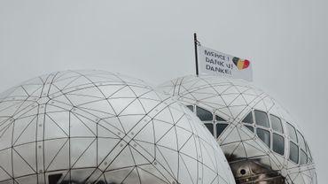 L'Atomium remercie nos soignants via un nouveau drapeau ...