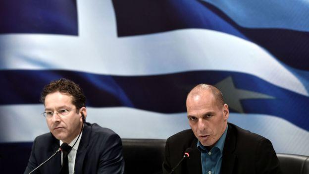 Le président de l'Eurogroupe Jeroen Dijsselbloem et le nouveau ministre grec des Finances Yanis Varoufakis.