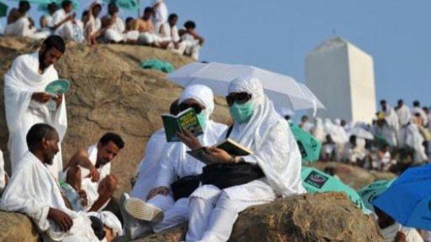 Les Pèlerins affrontent le mont Arafat au premier jour du Hajj
