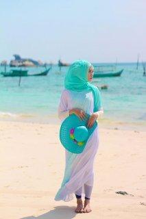 9 Rekomendasi Ini Cocok Jadi Panduan Baju Pantai Muslimah