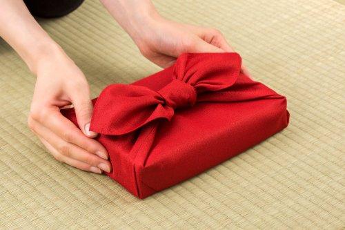 Gambar bungkus kado dengan kain