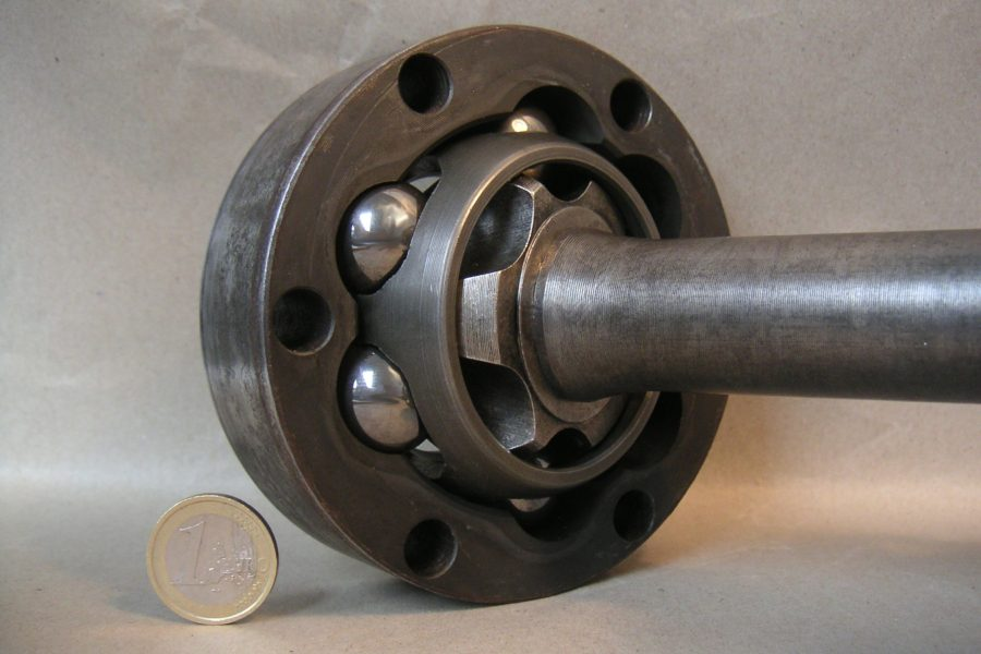 The picture shows the inner parts of a Rzeppa Joint. The input shaft connects to the inner race, six ball bearings, cage and then the outer housing.