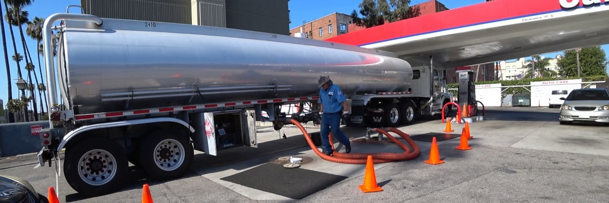 Avoid pumping petrol when you see an oil tanker filling up the gas station. Oil tanker filling up the gas station can stir up sediments that clogs your oil filter.