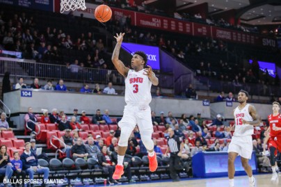 SMU guard Kendric Davis tosses the ball off the backboard to SMU forward Feron Hunt during the game between Southern Methodist University and Hartford on November 27, 2019 at Moody Coliseum in Dallas, Tx. (Photo by Joseph Barringhaus/Dallas Sports Fanatics)