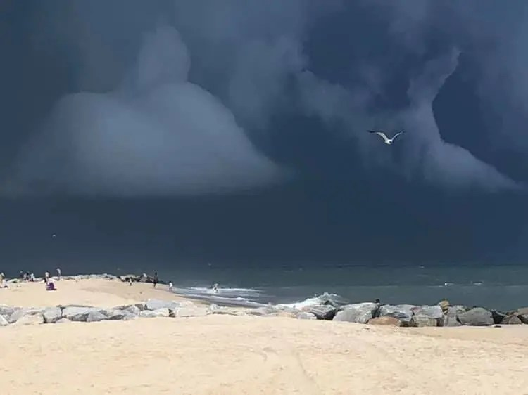 storm at beach, august 19th, delaware, dewey beach, rehoboth beach, lewes beach, hail, rain, heavy winds, exgtreme storm warnings, severe thunderstorms