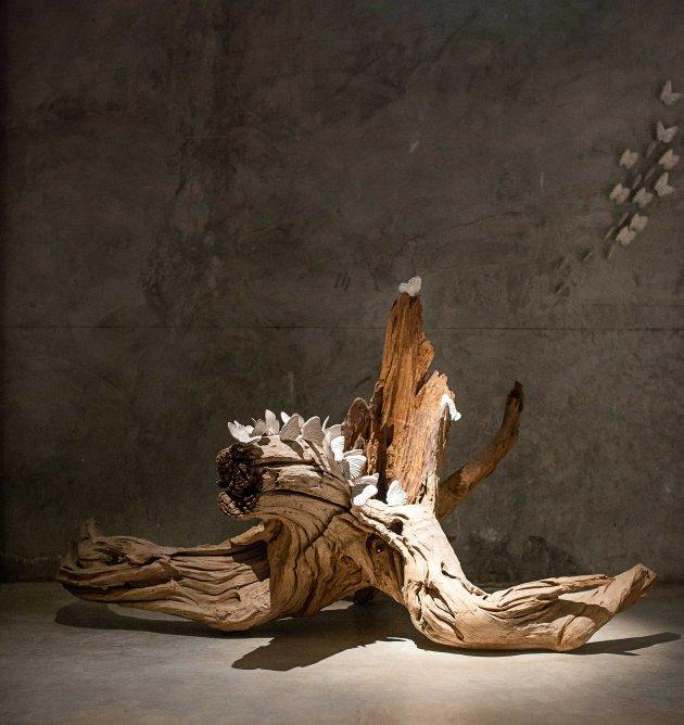 18_Repurposed tree root with ceramic work by Yarnnakarn Art and Craft Studio+
