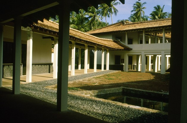 09_A_-_Ruhunu_University_Campus_-_Courtyard.
