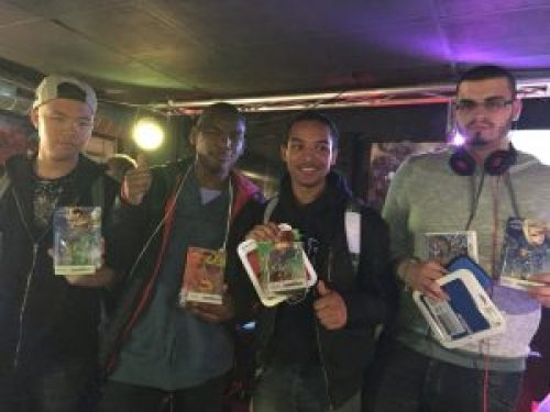 Les finalistes de Super Smash Bros. for 3DS, avec Na2s, Shido, Baaki et Black-Luigi