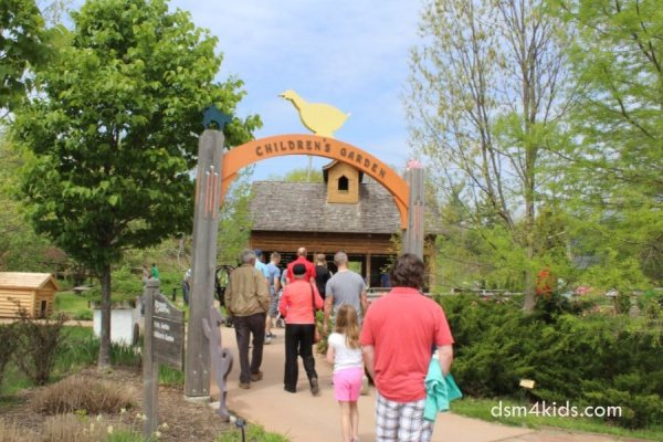 Tips 4 a Family Fun Day at Reiman Gardens– dsm4kids.com