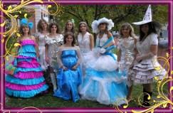 Демонстрування моделей одягу у стилі арт-дизайну