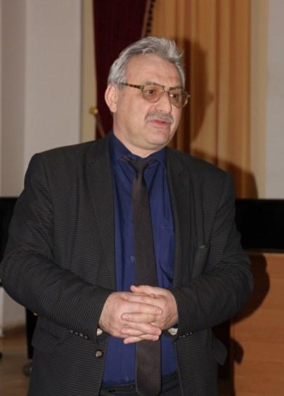 Вітає випускників доцент Людомир Філоненко