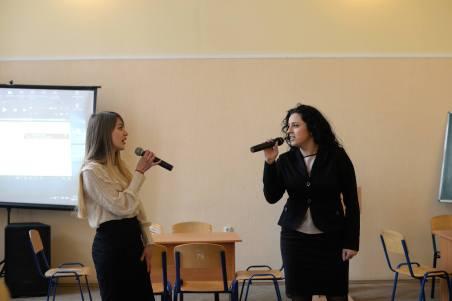 Музичне вітання у виконанні студентки Ірини Навроцької та викладача Лілії Вовк