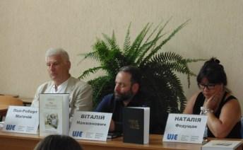 Зліва направо: професор Пол-Роберт Маґочій, Віталій Нахманович та Наталія Федущак