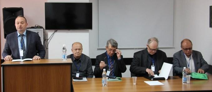 Професор Віталій Тельвак відкриває пленарне засідання