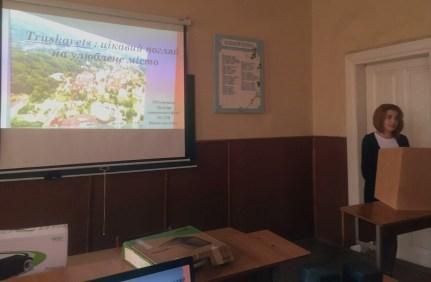 Вiртуальну екскурсiю Трускавцем проводить Алiна Звiринська