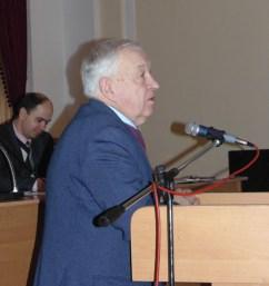 Участь в обговоренні бере директор інституту музичного мистецтва професор Степан Дацюк