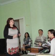 Заключне слово до глядацької аудиторії виголошує заступник декана з виховної роботи доцент Марія Стецик